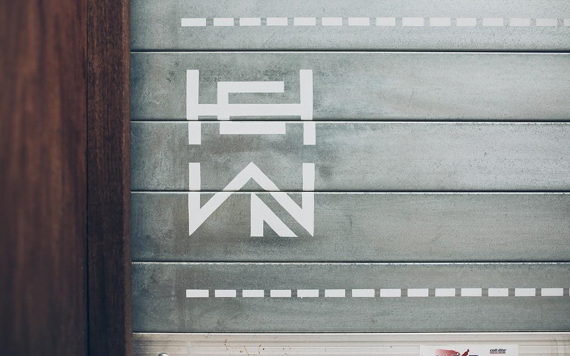 HEWN 创意品牌logo设计:车库门设计
