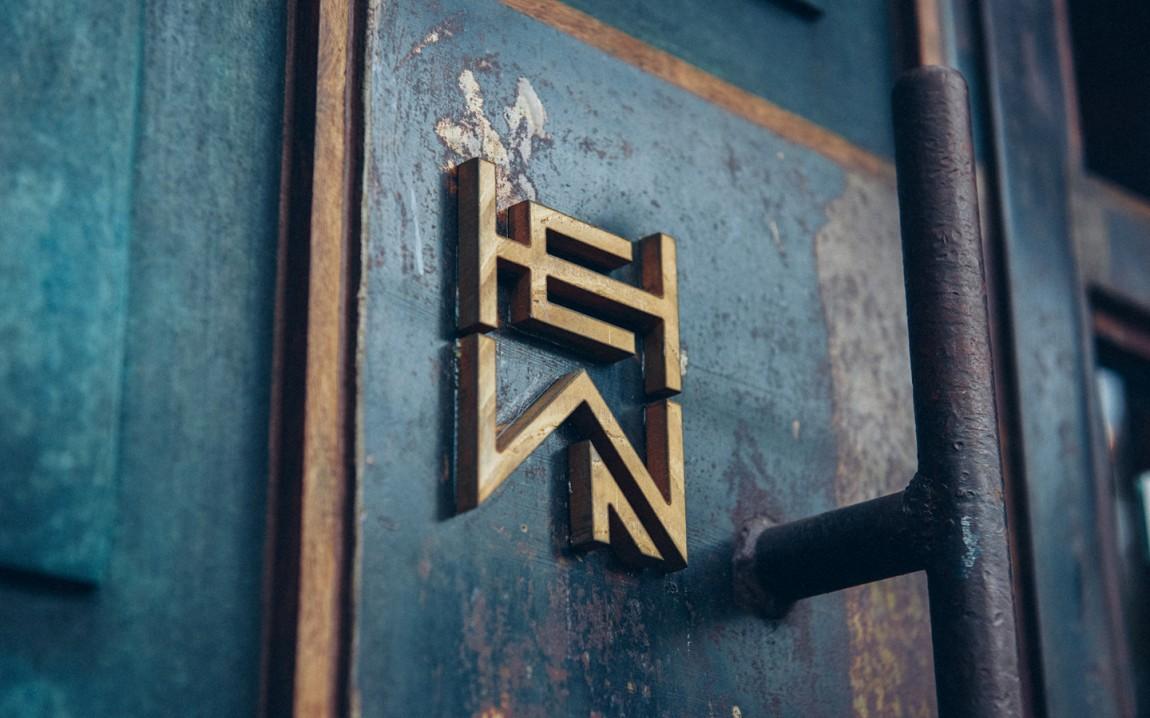 HEWN 创意品牌logo设计:标牌设计