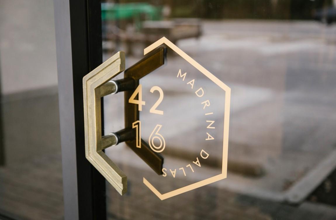 餐厅品牌视觉形象设计, 标牌设计