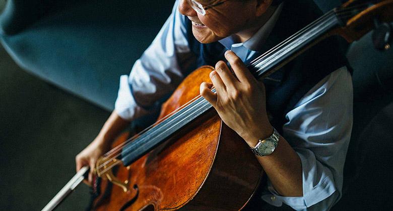 国际著名音乐大师马友友(Yo-Yo Ma)启用全新的个人品牌形象标识