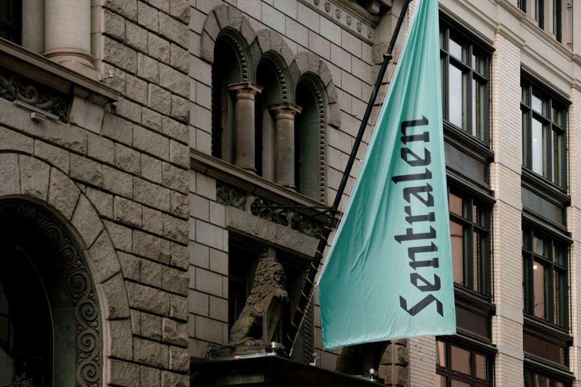 Sentralen文化中心vi企业形象设计, 旗帜设计