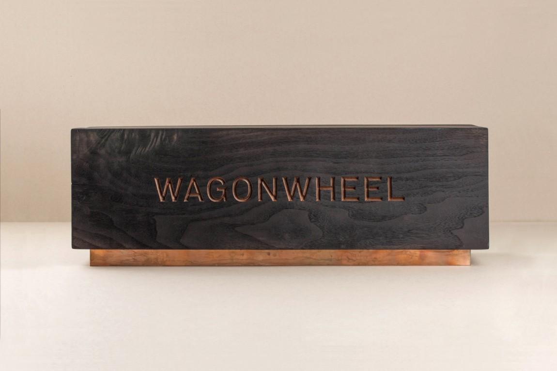 精品房地产公司Wagon Wheel现代企业形象设计,礼品盒设计