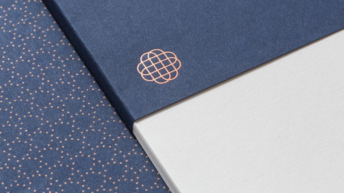 遗产和权威的盾牌:Hedeker的新品牌形象设计,特殊印刷工艺应用