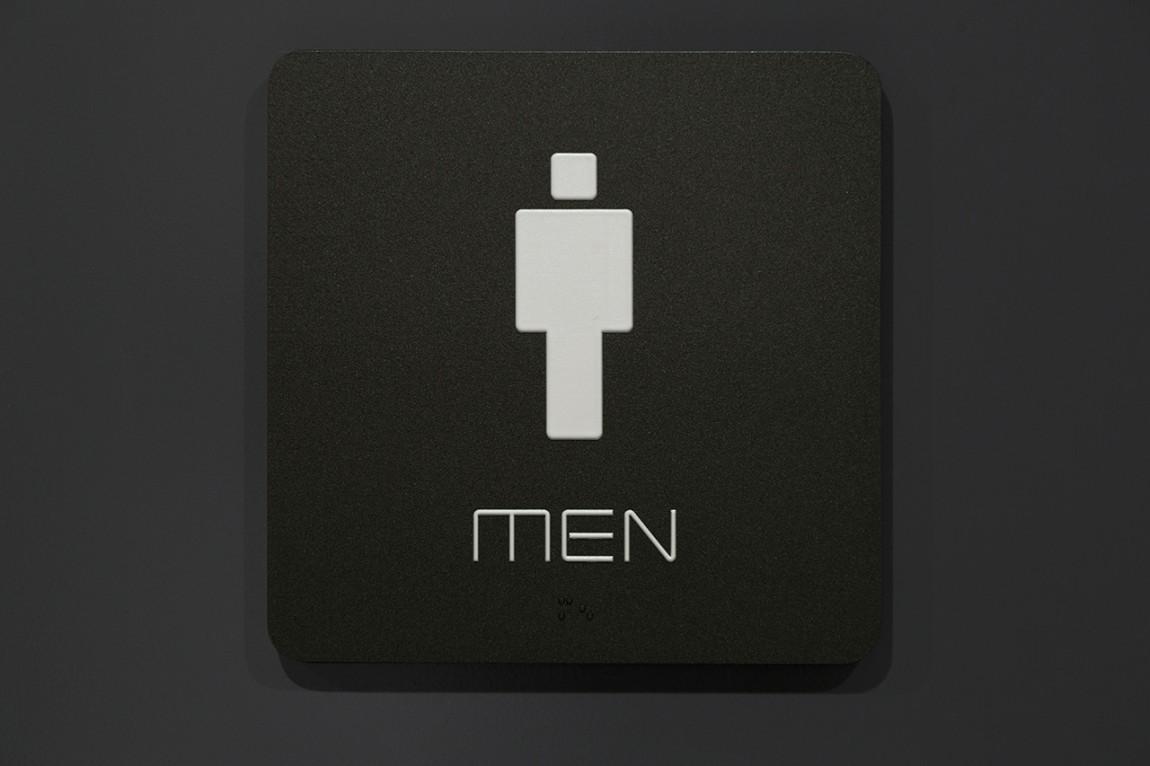 Quad Cinema影院品牌形象设计全案,洗手间标识牌设计
