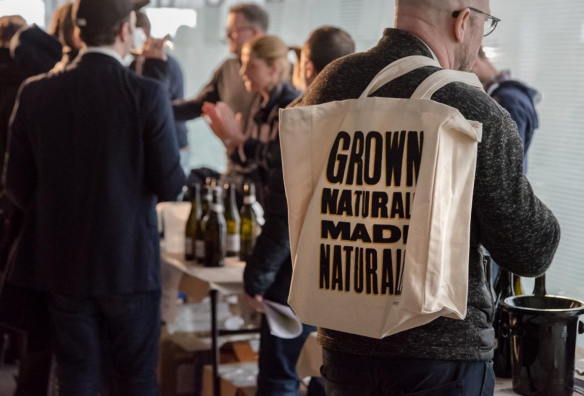 Raw Wine葡萄酒交易会品牌形象塑造,精心制作并充满个性,手提袋设计