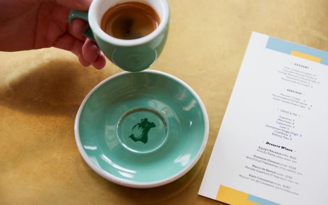 June 's 咖啡馆和酒吧餐饮vi设计,杯垫设计