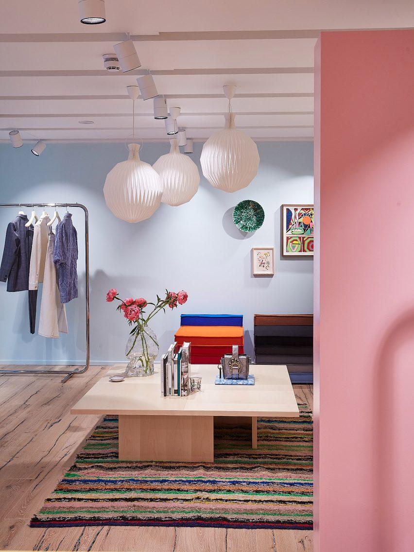 丹麦时尚品牌甘尼Ganni英国旗舰店设计,装修朴素柔和
