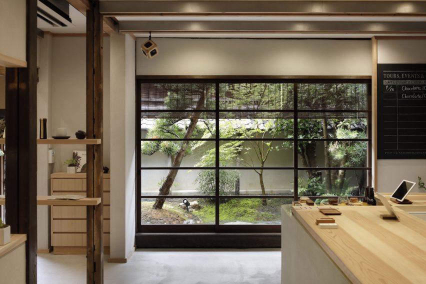日本百年建筑咖啡馆设计,商店空间设计,采用精心挑选天然材料