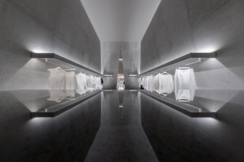 精品女装服装店空间设计,神奇和宽敞中性灰