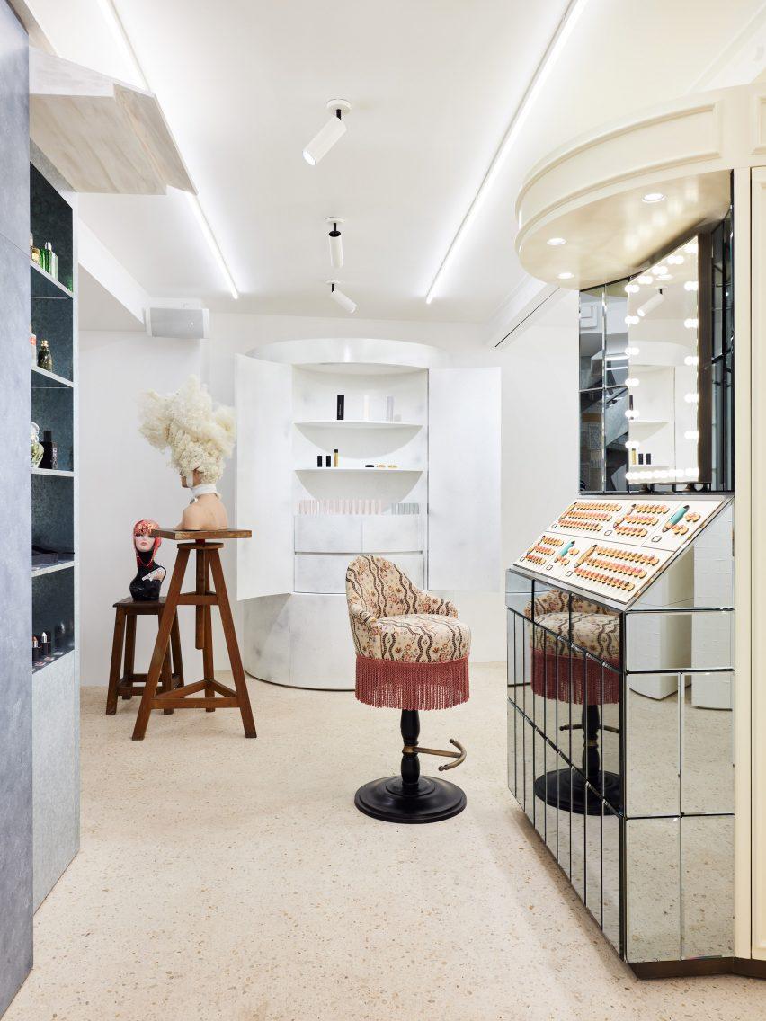 高端时尚百货公司DSM巴黎美容店空间设计装修