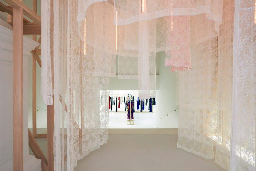 女装品牌实体零售空间设计