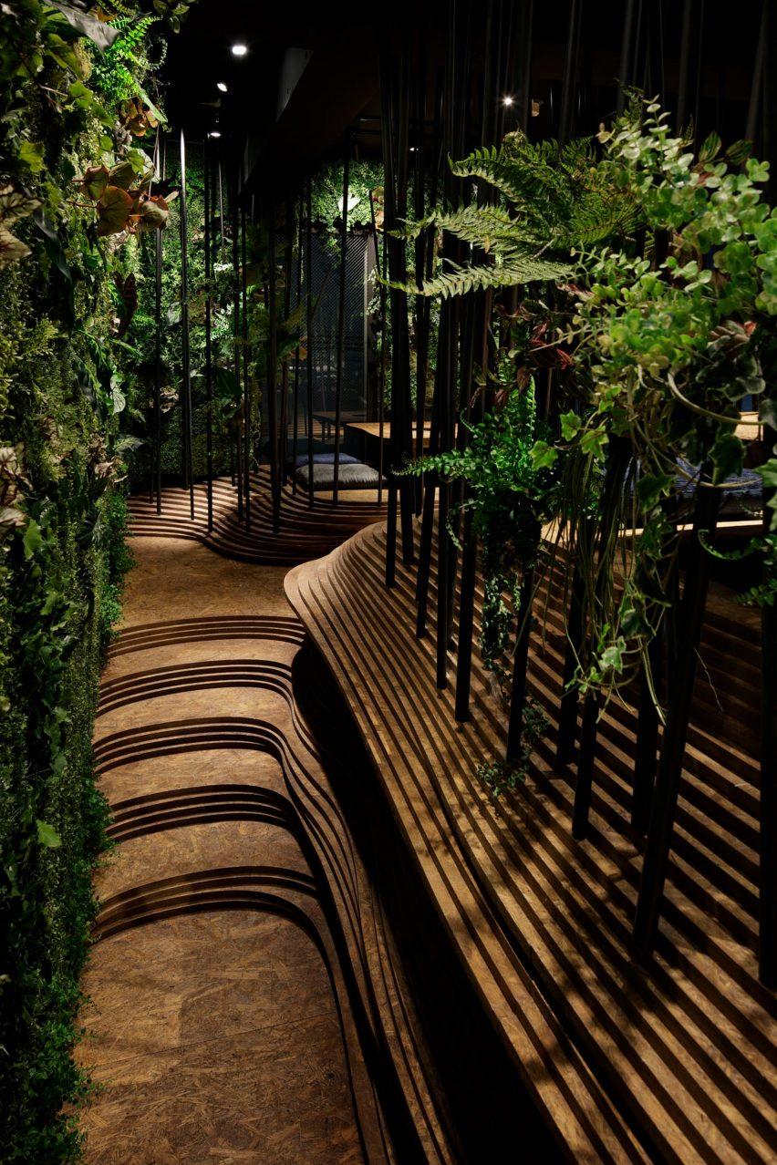东京餐厅创意空间设计,营造洞穴般的世外桃源氛围