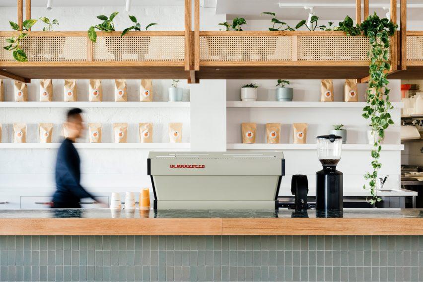 度假氛围餐厅餐饮空间设计,温暖诱人、富有质感的环境