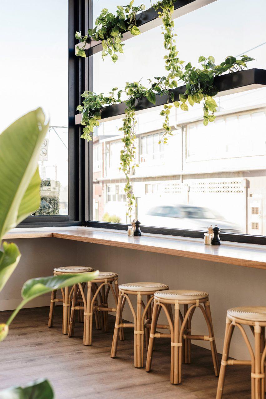 Sisterhood餐厅餐饮空间设计,温暖诱人、富有质感的环境