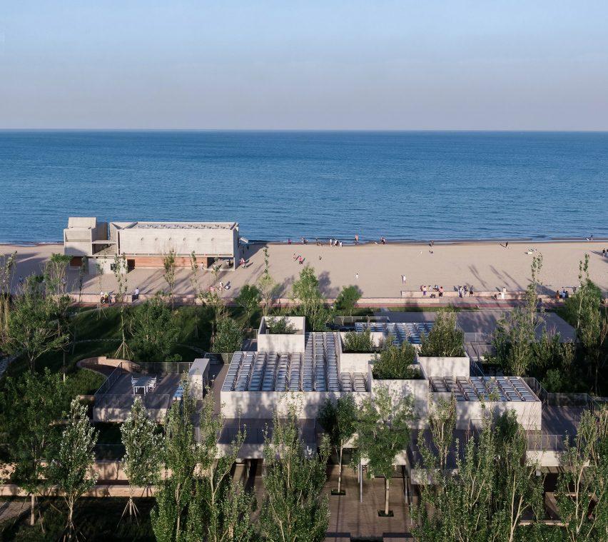 绿意盎然的海滨度假餐厅设计