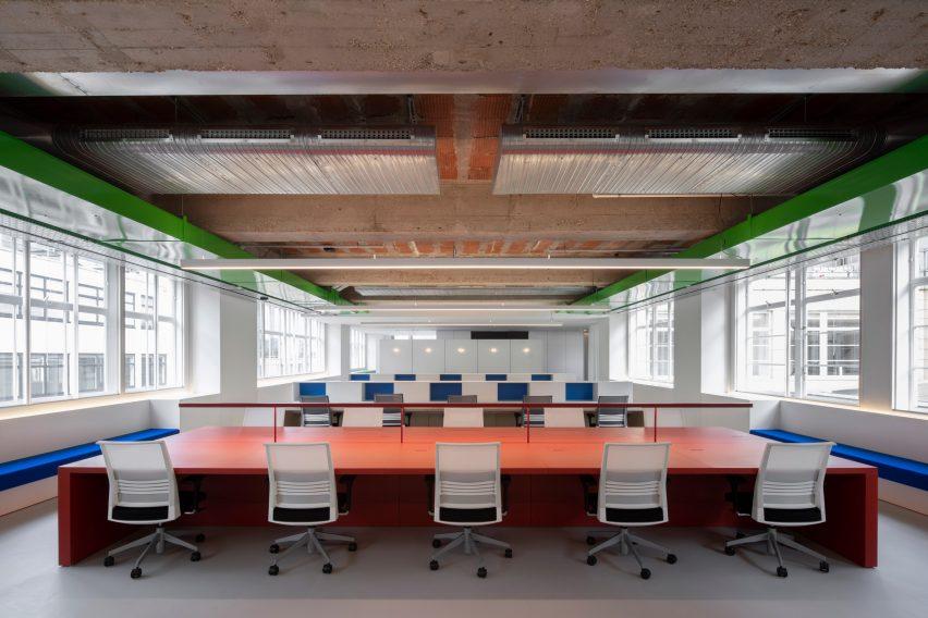 豪华百货公司开放式办公室空间设计,功能主导空间设计