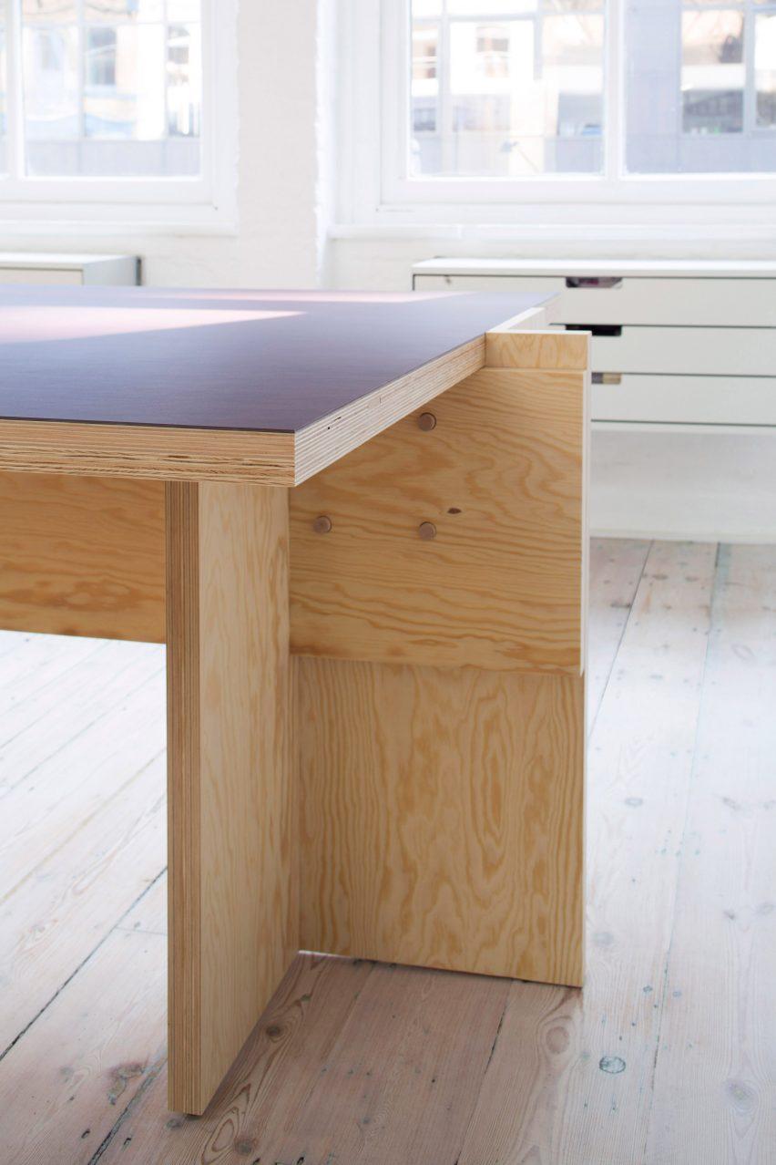 温暖的木制好奇阁楼办公空间设计,创意十足