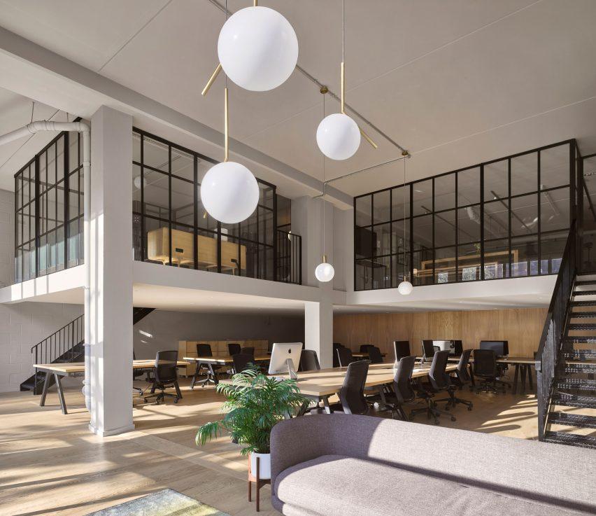音乐管理公司工业风格办公室设计
