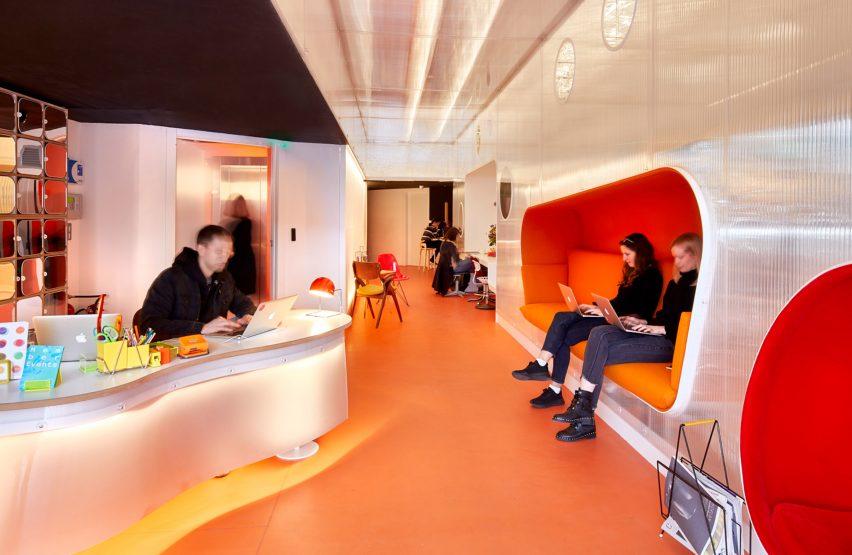卡诺拉索年轻创意工作室办公空间设计