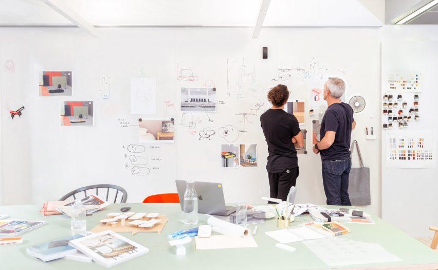 关于办公空间设计的谈话,讲述与工作相关的故事