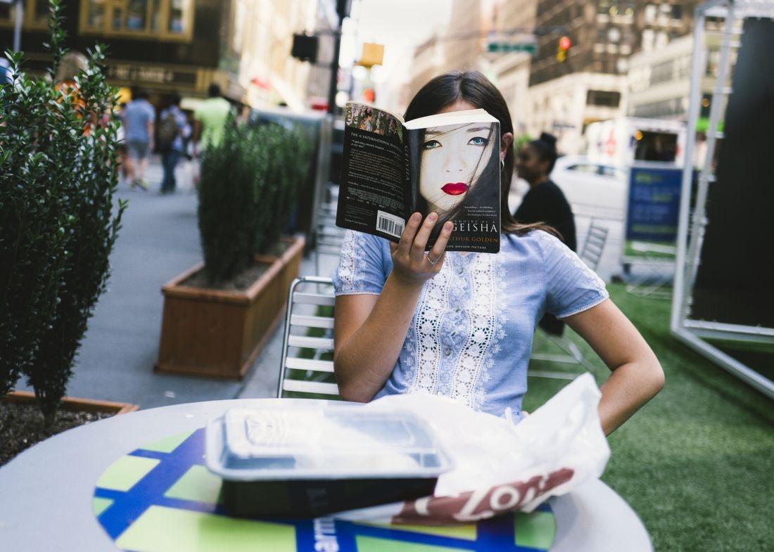 乔纳森·希格比拍摄的照片为纽约的街头生活带来了新曙光