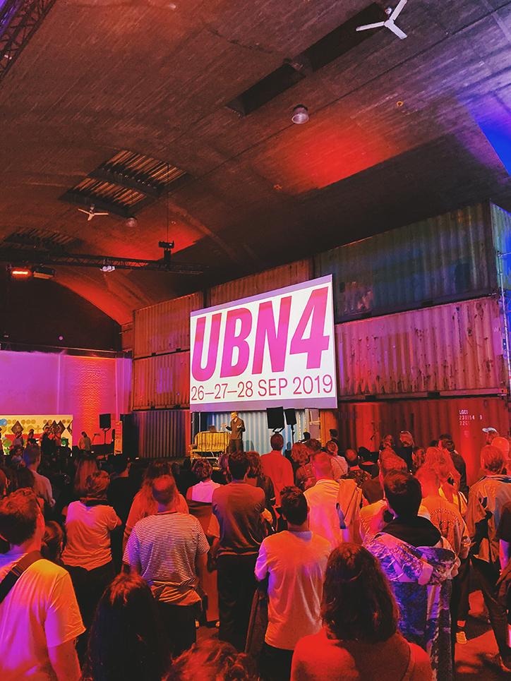 把设计会议塑造成一个巨大的聚会:美国之夜变得个性化