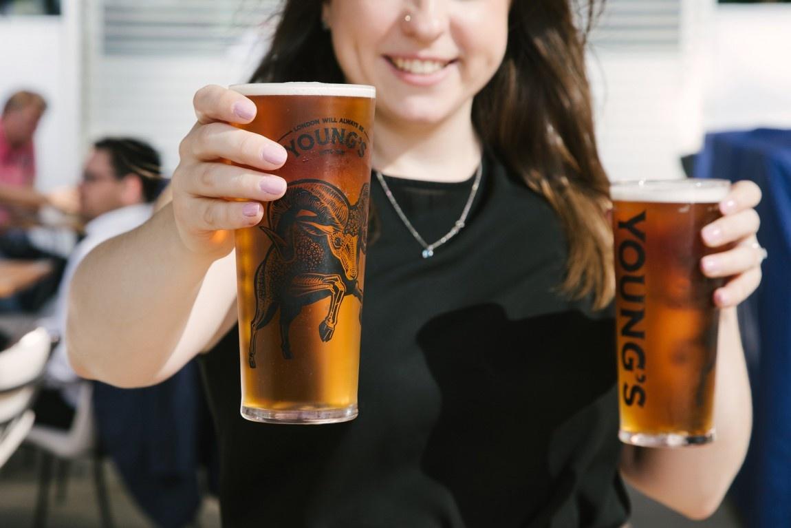 Young啤酒新logo设计,产品包装设计